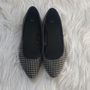 GAP Flats. Black and Gray Plaids. Size 9. 🛍🥿